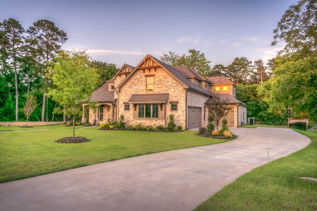 Kredyty hipoteczne – warunki, umowa, wkład własny