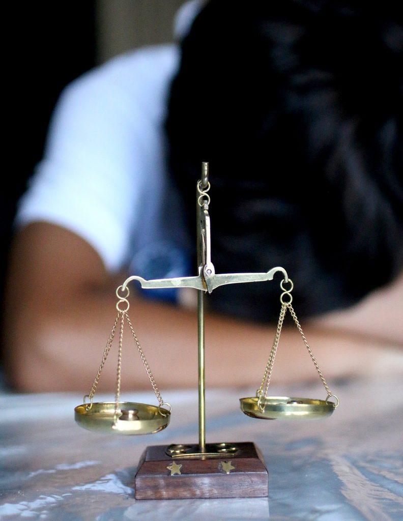 W jakich sytuacjach warto skorzystać z usług adwokata?