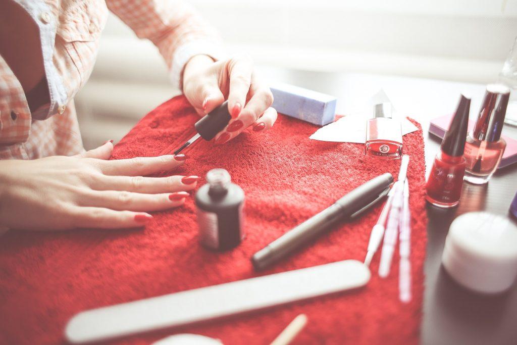Poznaj proces produkcji lakierów