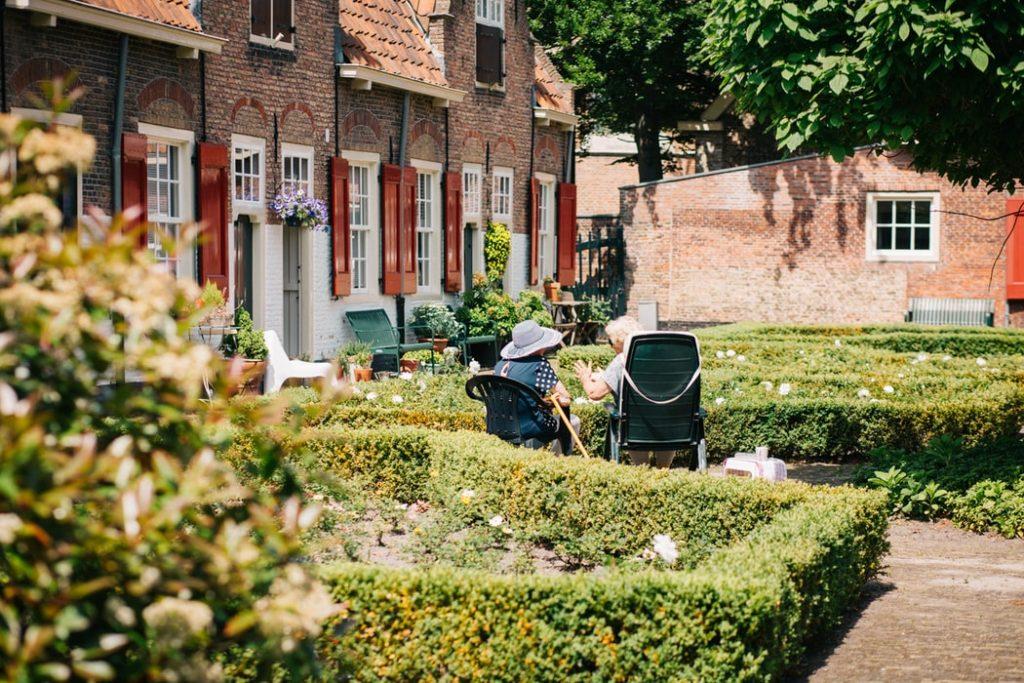 Z jakich usług korzystają seniorzy w prywatnych domach opieki?